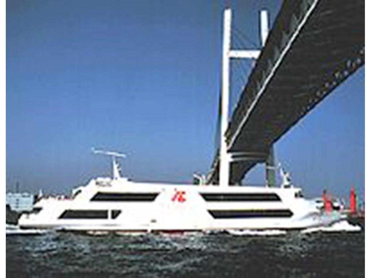 横浜港観光船  マリーンルージュ